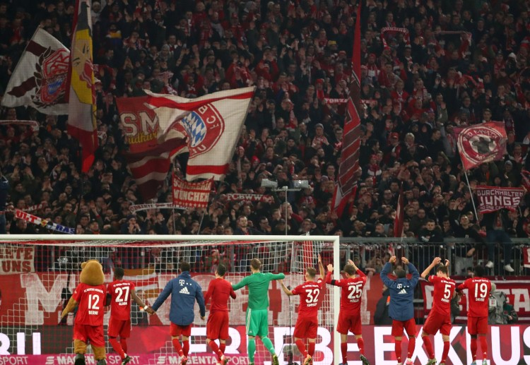 Bayern Munich players thank the fans after their dominating win against Schalke 04 in Bundesliga