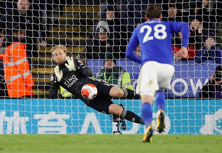 Leicester City goalkeeper Kasper Schmeichel has 10 clean sheets in the Premier League at the moment