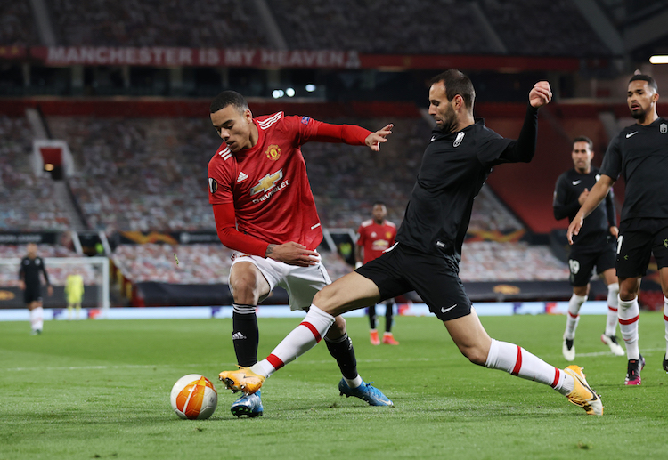 Manchester United edged past Granada and Arsenal crushed Slavia Prague in the quarter-finals of the Europa League.