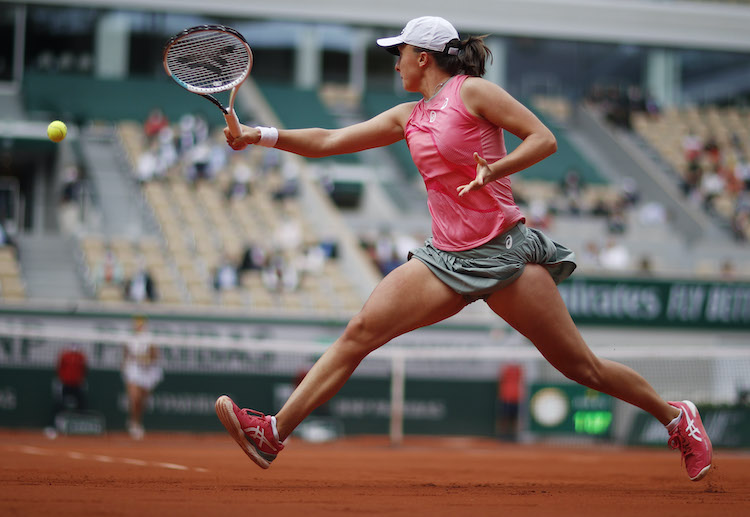 Iga Swiatek eyes to defend the crown as she advances to the 2021 French Open Round of 16